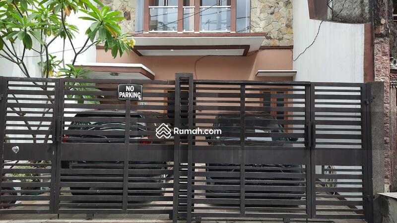 Rumah cantik di jual cepet di Jakarta Timur #104039233