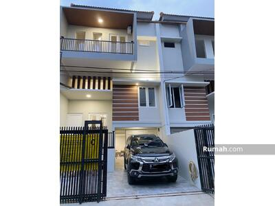 Dijual - Brand New Rumah 3 Lantai di Kebon Jeruk Jakarta Barat