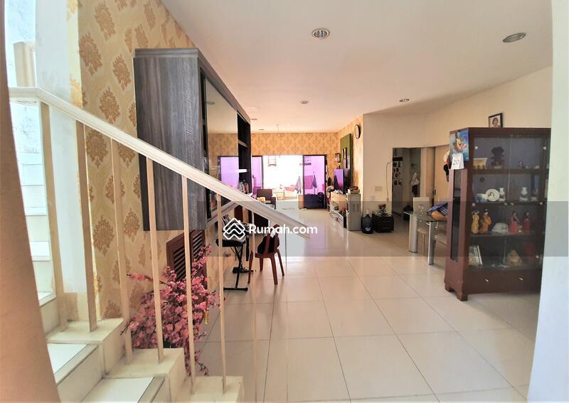 Rumah 2 lantai siap huni luas 148m 9x17 type 3KT cluster Zebrina JGC Jakarta Garden City Cakung #104107573