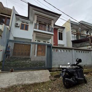 Disewa - FOR RENT : Rumah Terawat di Tengah Kota di Jl Rajawali Sakti Permai