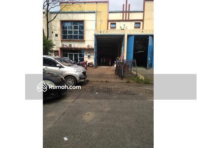 Dijual - Gudang dan Kantor, lt. 450 m2/ lb. 432 m2.