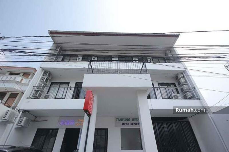 Apartment Taman Anggrek #104633669