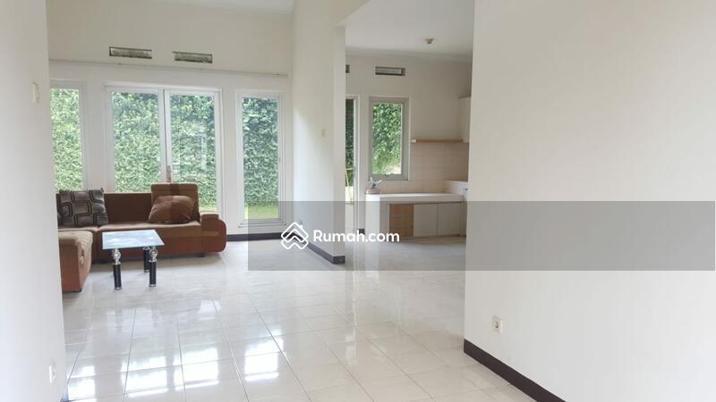Disewakan Cepat Rumah Kota Baru Parahyangan Jalan Jingganagara #104664929