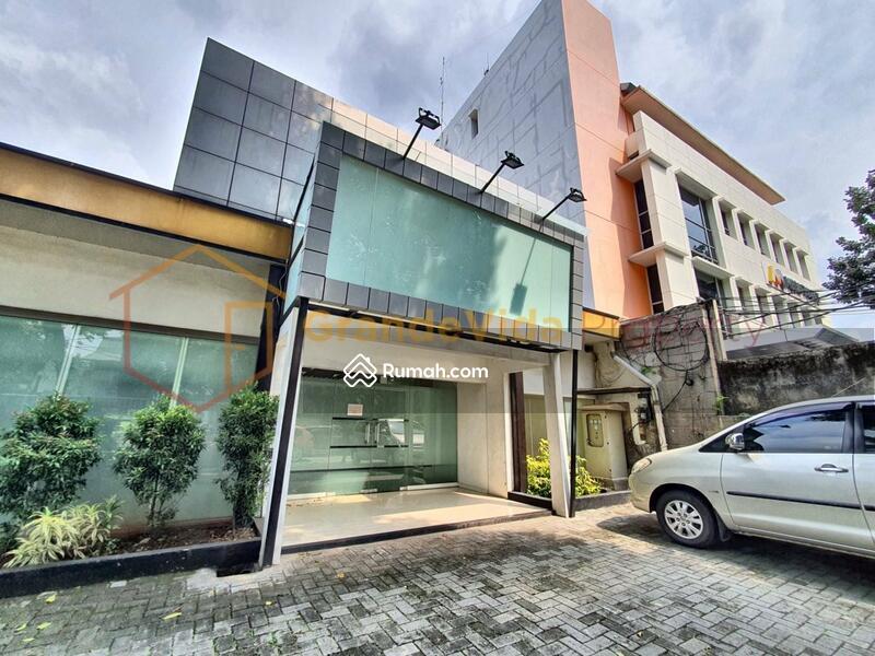 Kebayoran Baru – Gedung Berada Di Pinggir Jalan Raya, Parkir Luas, Kondisi Bekas Salon Siap Pakai. #104884987