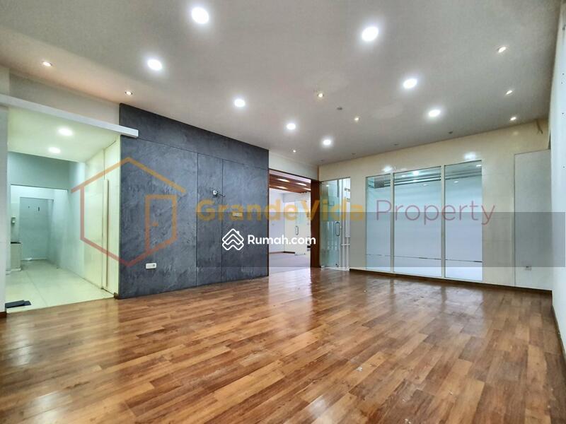 Kebayoran Baru – Gedung Berada Di Pinggir Jalan Raya, Parkir Luas, Kondisi Bekas Salon Siap Pakai. #104885001