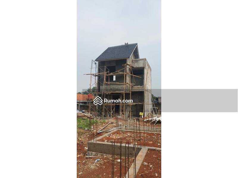 Rumah bebas banjir di jakarta #105315659