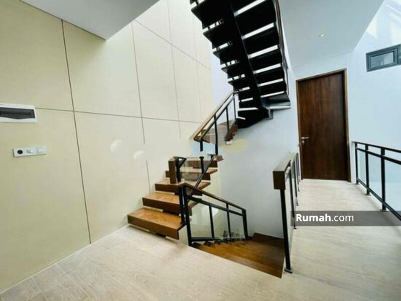 Rumah Modern Minimalis Baru Muara Karang #105177065