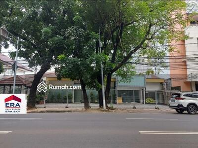 Dijual - Ruang Usaha Bekas Klinik di Jalan Wijaya Jakarta Selatan