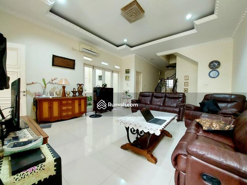 Rumah Megah Modern Classic Siap Huni di Tebet #105186569