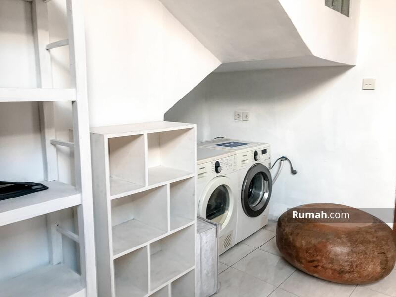 Yearly Rent! 3bedrooms. Enclosed living. Washing Machine #105202315