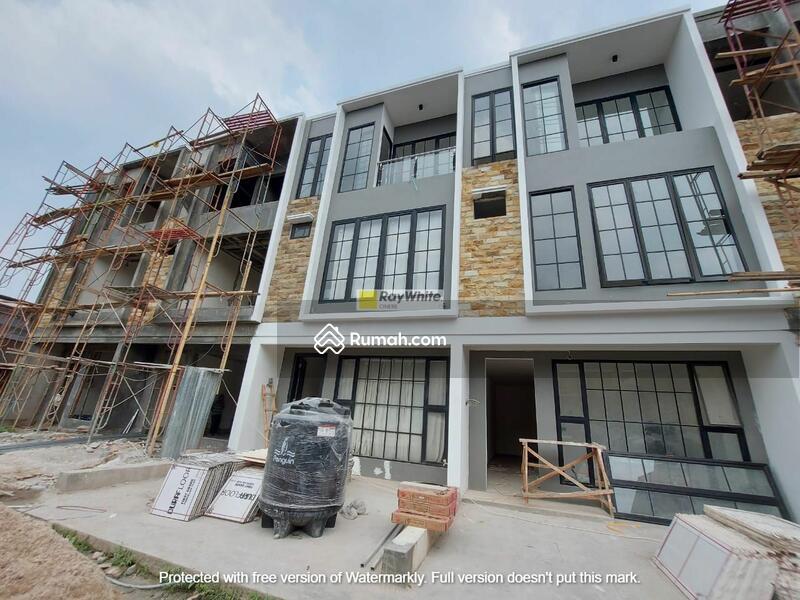 Rumah Brand New Modern Minimalis Dalam Town House Di Tebet #105209171