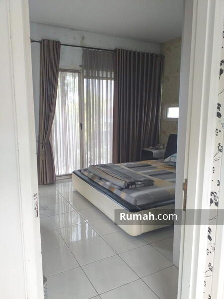 FOR SALE : Rumah 2 Lantai Nyaman Adem di Kota Baru Parahyangan #105210949
