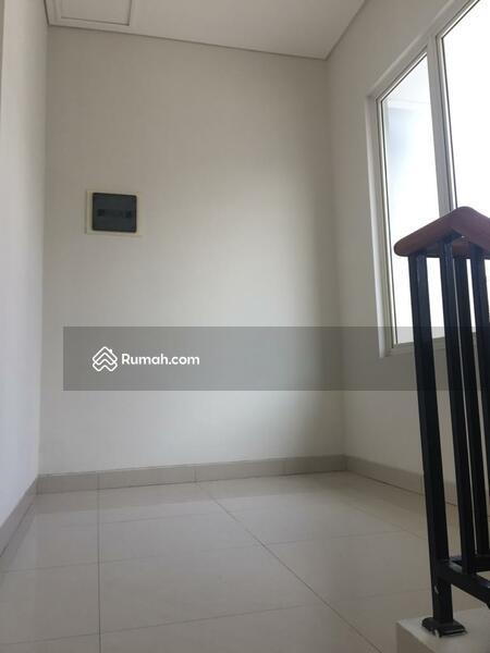 rumah cantik 2 lantai di cluster vasana harapan indah hi bekasi barat #105211599