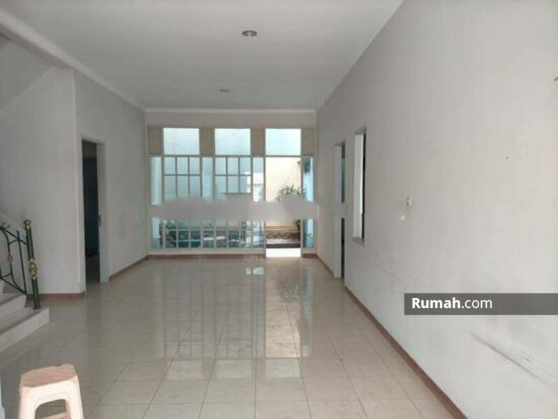 Rumah Cantik Daerah Jelambar, Jakarta Barat #105213285