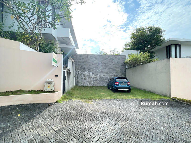 Minimalist Modern Villa with Ocean View and Airport View #105217069