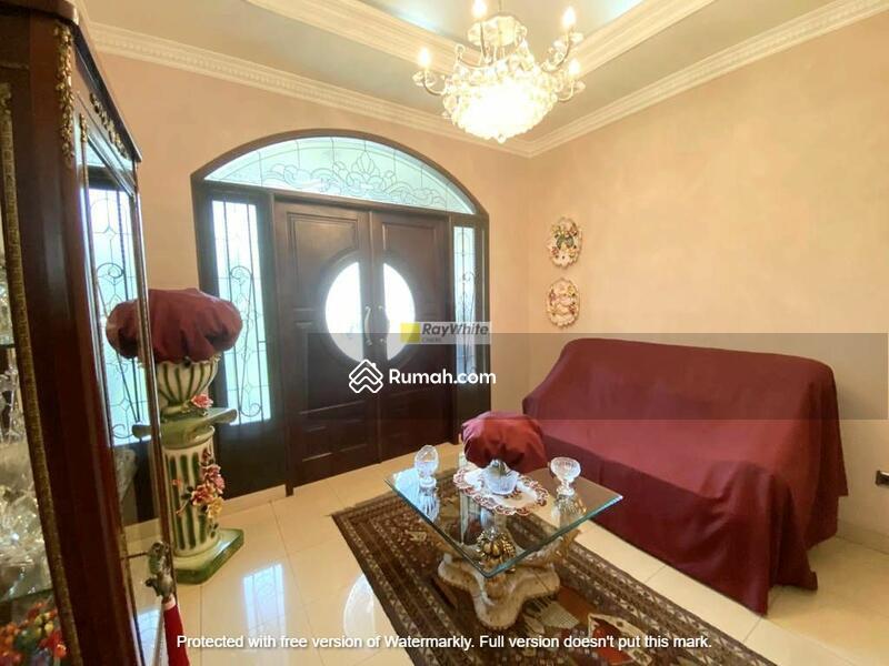 Rumah Mediteranian Style Dalam Komplek Besar Di Lebak Bulus #105219563