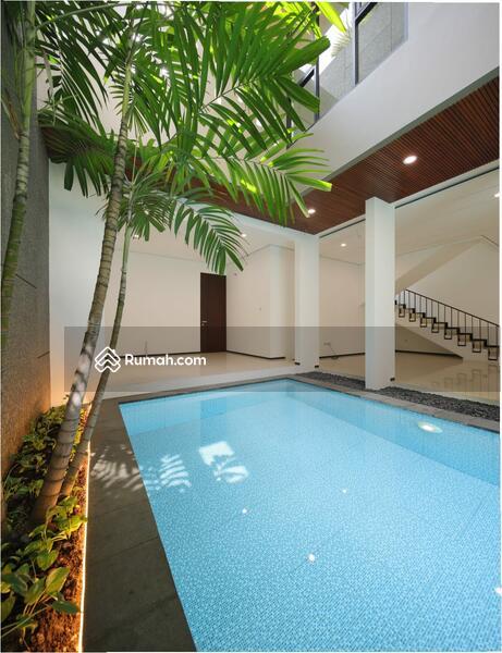 Rumah minimalis mewah ada kolam renang di PIK #105224677