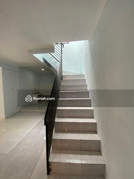 Dijual Rumah Full Renovasi  Dekat kampus Binus Kebon Jeruk, Jakarta Barat #105227893