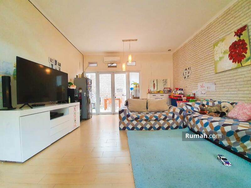 Dijual rumah cantik 2 lantai dekat dengan bintaro dan stasiun jurang mangu #105233065