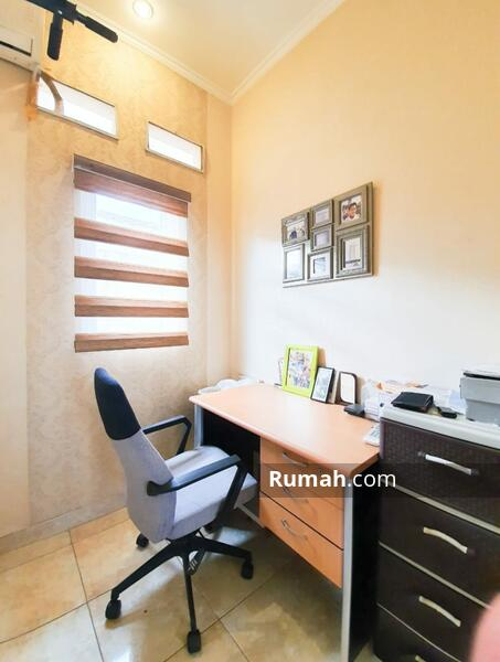 Dijual rumah cantik 2 lantai dekat dengan bintaro dan stasiun jurang mangu #105233067