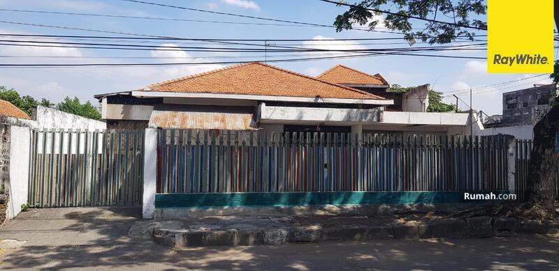 Rumah Pusat Kota di Jalan Sam Ratulangi, Surabaya #105276825