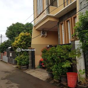 Dijual - 3 Bedrooms Rumah Kebon Jeruk, Jakarta Barat, DKI Jakarta
