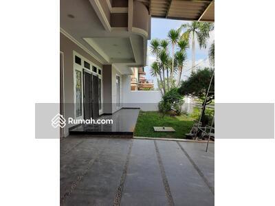 Dijual - Dijual rumah mewah 2lt hadap selatan lt308m2 shm