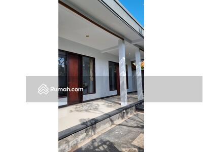 Disewa - Disewakan rumah Semi villa Semi furnish