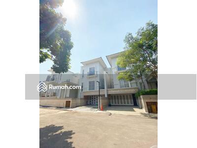 Dijual - Rumah Mewah 3 Lantai Unit Terbatas di Lebak Bulus Hanya 10 menit ke Stasiun MRT Lebak Bulus