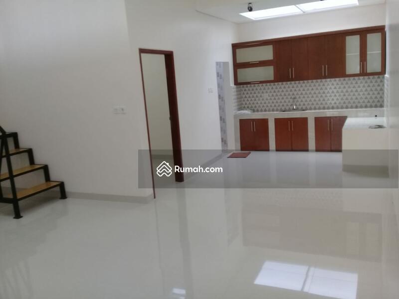 Town House Rumah baru di pondok Kelapa #106012427