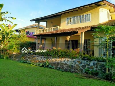 Dijual - rumah Villa di Lembang