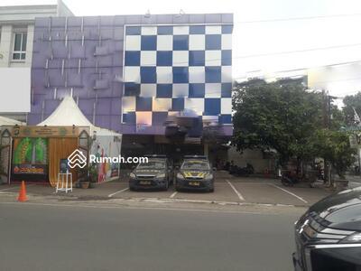 Dijual - Ruko gandeng 3 dijual di jalan raya Veteran, Bintaro. Jakarta Selatan.