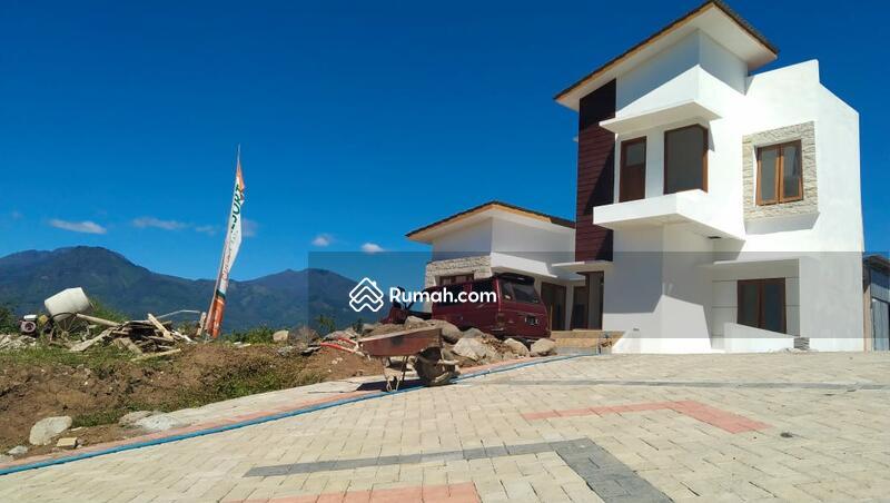 Rumah Villa Strategis Investasi menguntungkan #106136773