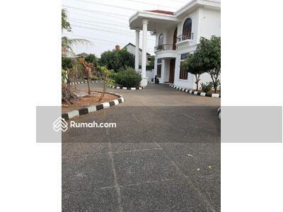 Dijual - Rumah Luas Dua Lantai di Pulogebang