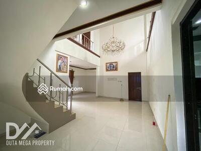 Dijual - Dijual Rumah Cantik 2 Lantai di Graha Raya Bintaro, 5 Menit Ke Transmart