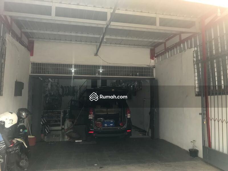 Rumah untuk Usaha Poros Jalan Raya Perusahaan Karanglo Malang #106955563