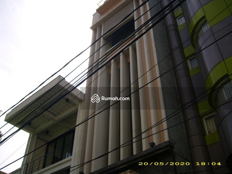 Gedung Kecil Dekat Blok M, 5 lantai, Strategis, Siap Pakai #107022439