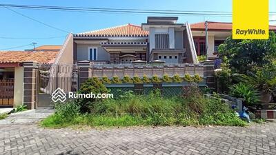 Disewa - Rumah 2 lantai Disewakan di Jalan Gayungsari, Surabaya