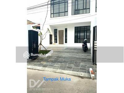 Dijual - ** BRAND NEW ** Rumah Kemang 3 Lantai Lokasi sangat Strategis Dan Bagus