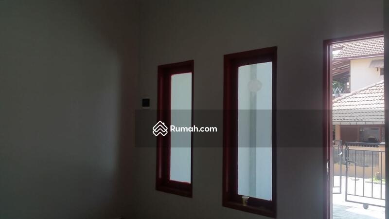Di Jual Rumah, Bangunan Baru di Harapan Indah Satu, Bekasi #107478799