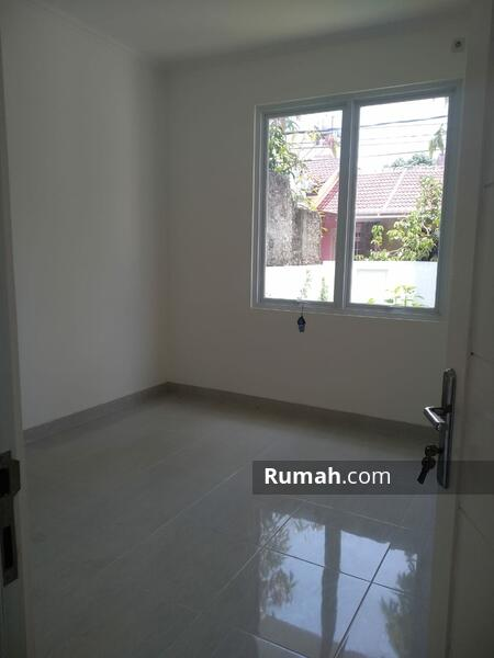 Rumah Pojok Baru Renovasi Dijual Murah Di Graha Raya #107634099