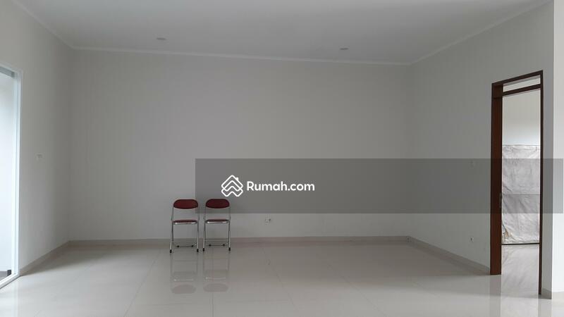 Dijual Rumah Baru di Singgasana bagian depan. Bangunan bagus #107863613