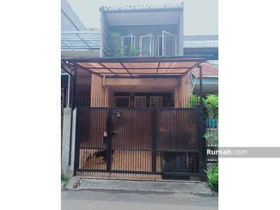 Dijual - Dijual Rumah Sangatg Strategis, dekat stasiun Kereta