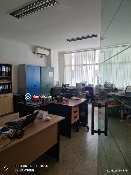 Ruko 4 lantai sudah siap pakai, rapih ex kantor harus cepat terjual di Jakarta Pusat #108465033