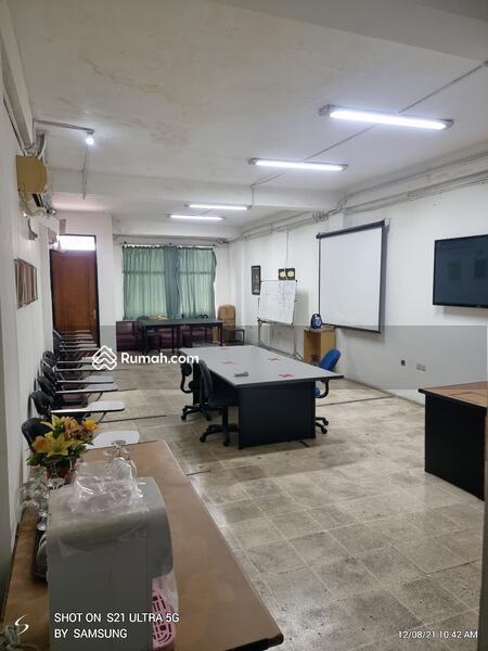 Ruko 4 lantai sudah siap pakai, rapih ex kantor harus cepat terjual di Jakarta Pusat #108465043