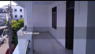 Disewa - Rumah 2 lantai Rapi di Tomang