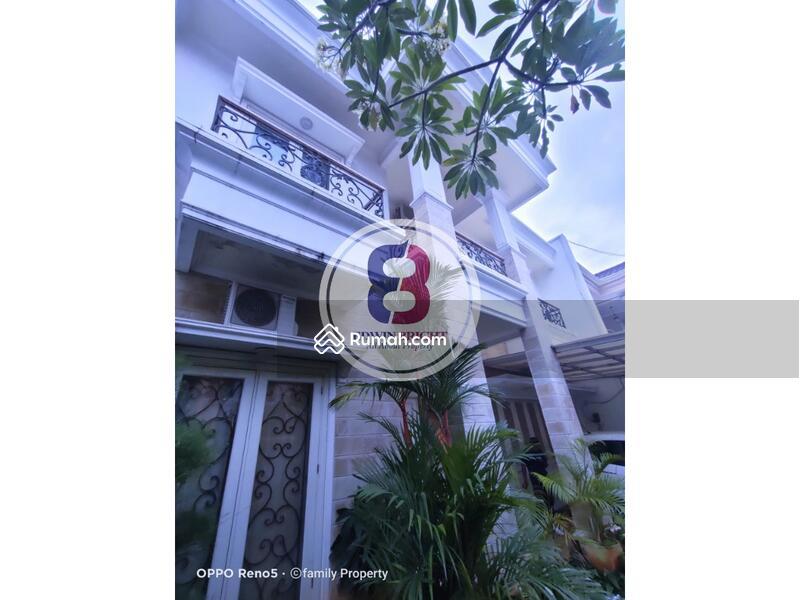 Rumah Dijual di Petukangan Jakarta Selatan Desain Klasik Modern #108609969