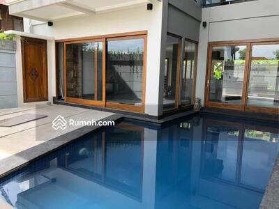 Dijual - ZHACK 04-Dijual beautiful 2 unit villa di kawasan premium canggu dekat holywings bali