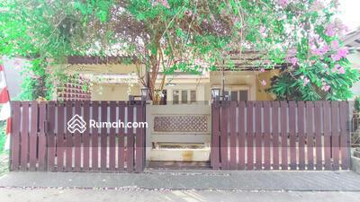 Dijual - Rumah terawat 2 carport di Depok akses Tol Cisalak dan Cimanggis