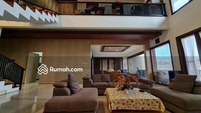 Dijual - Dijual Rumah Eksklusif dengan Kolam Renang di Setraduta Bandung